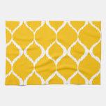 Modelo tribal geométrico amarillo de oro de la toallas de cocina