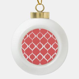 Modelo tribal geométrico rosado coralino de la adorno de cerámica en forma de bola