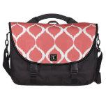 Modelo tribal geométrico rosado coralino de la bolsas para portatil