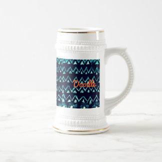 Modelo tribal loco del triángulo del zigzag del jarra de cerveza