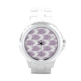 Modelo tribal púrpura de la flecha reloj de mano