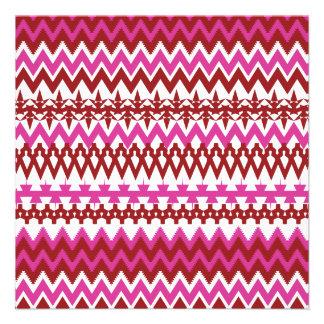 Modelo tribal rosado caliente colorido de Chevron Comunicado