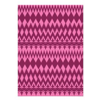 Modelo tribal rosado magenta femenino intrépido de