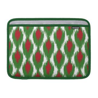 Modelo tribal verde rojo del diamante de Ikat del Fundas MacBook
