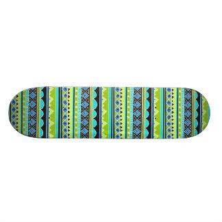Modelo tribal verde y azul de neón tablas de patinar