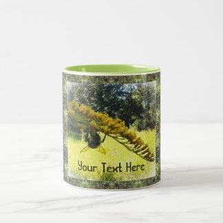Modelo verde botánico amarillo oscuro de la abeja taza de dos tonos