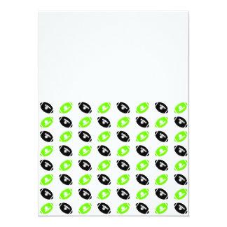 """Modelo verde claro y negro del fútbol invitación 5.5"""" x 7.5"""""""