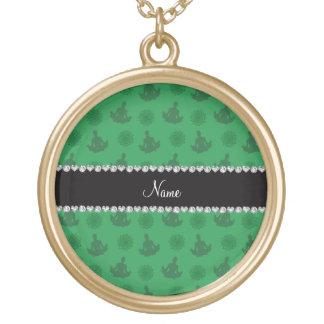 Modelo verde conocido personalizado de la yoga pendientes