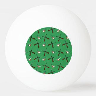 Modelo verde de la caza del pato pelota de ping pong