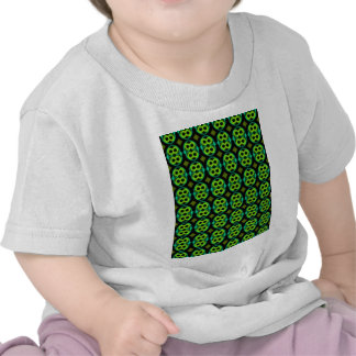 Modelo verde de la diversión camiseta