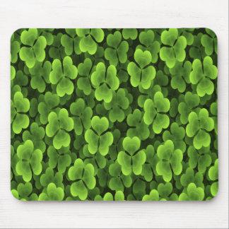 Modelo verde de la planta del trébol alfombrillas de raton