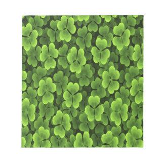 Modelo verde de la planta del trébol blocs