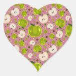 Modelo verde de las rebanadas de Apple Pegatina En Forma De Corazón