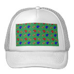 modelo verde de los cascos de fútboles gorra