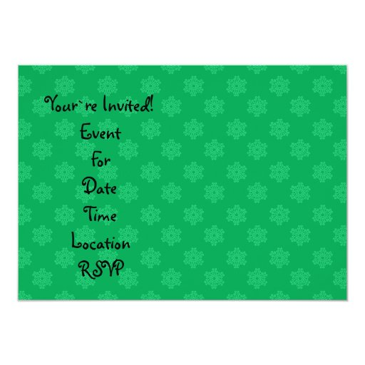 Modelo verde de los copos de nieve invitacion personalizada