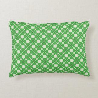 Modelo verde de los corazones del trébol de la cojín decorativo