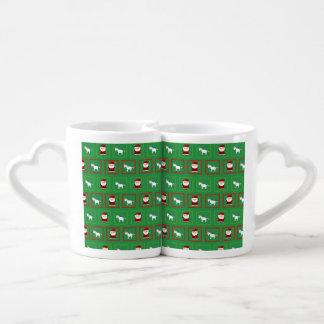Modelo verde de Papá Noel de los unicornios Taza Para Parejas