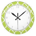 Modelo verde de Quatrefoil del kiwi Reloj Redondo Grande