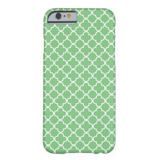 Modelo verde de Quatrefoil Funda De iPhone 6 Barely There