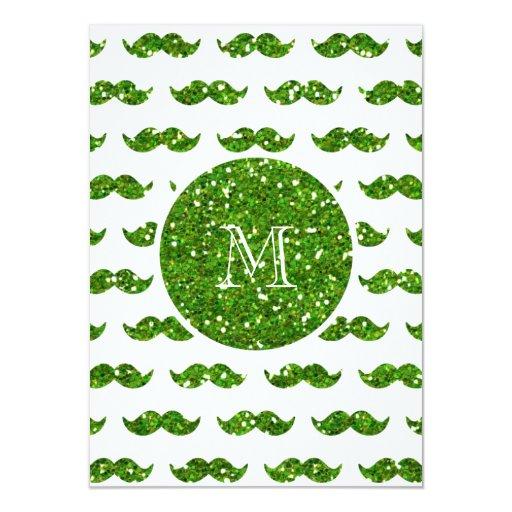 """Modelo verde del bigote del brillo su monograma invitación 4.5"""" x 6.25"""""""