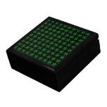 Modelo verde del copo de nieve con el fondo negro cajas de regalo