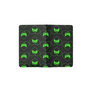 Modelo verde del corazón del regulador del funda para libreta y libreta pequeña moleskine