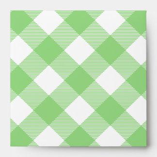 Modelo verde del mantel de la guinga sobre