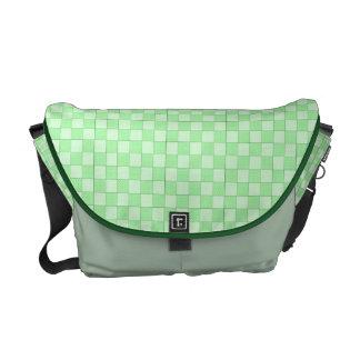 Modelo verde del remiendo bolsa messenger