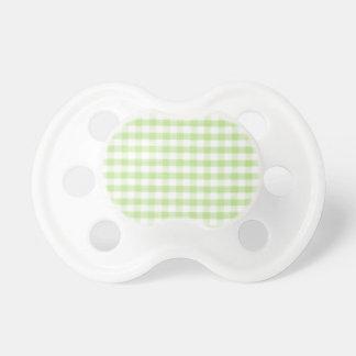 Modelo verde en colores pastel de la guinga chupetes para bebés