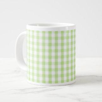 Modelo verde en colores pastel de la guinga tazas extra grande