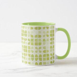 Modelo verde en colores pastel taza
