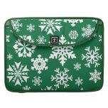 Modelo verde festivo del día de fiesta del navidad fundas macbook pro