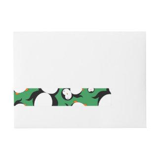 Modelo verde lindo del pingüino etiquetas postales