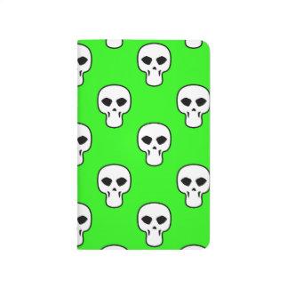 Modelo verde negro, blanco, de neón de los cráneos cuaderno grapado