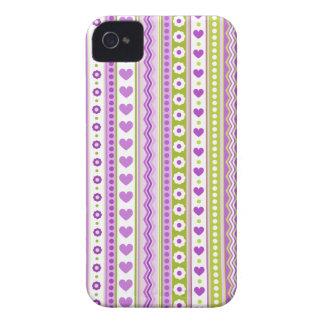 Modelo verde púrpura abstracto + corazón de las fl iPhone 4 Case-Mate carcasa