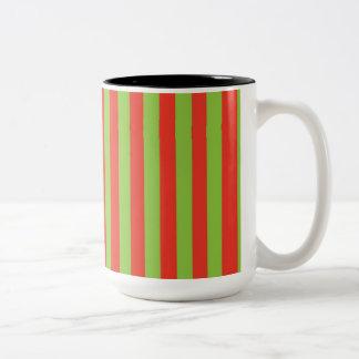 Modelo verde rojo de las rayas taza de dos tonos