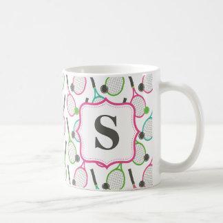 Modelo verde rosado de muy buen gusto del tenis taza de café