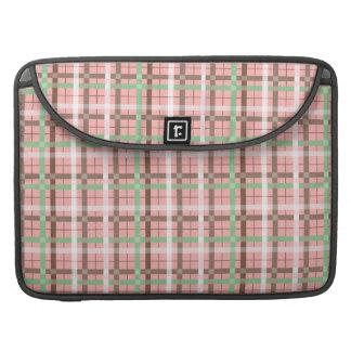Modelo verde rosado femenino de la tela escocesa d funda macbook pro