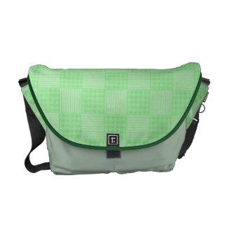 Modelo verde texturizado grande del remiendo bolsas messenger