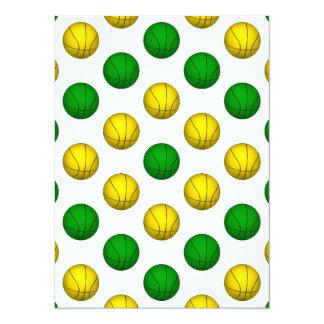 """Modelo verde y amarillo del baloncesto invitación 5.5"""" x 7.5"""""""