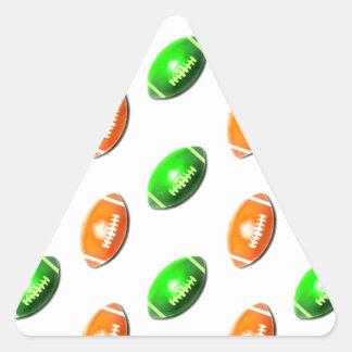 Modelo verde y anaranjado del fútbol pegatina triangular