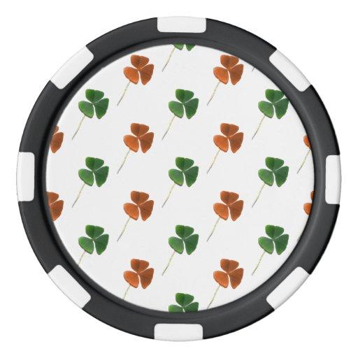 Modelo verde y anaranjado del trébol fichas de póquer