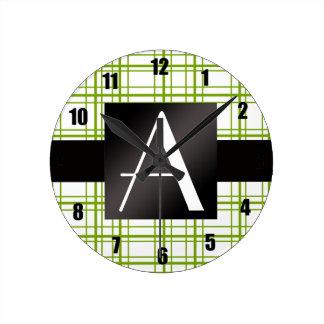 Modelo verde y blanco del monograma de la tela esc relojes de pared