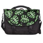 Modelo verde y negro de la hoja bolsas de ordenador