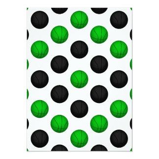 """Modelo verde y negro del baloncesto invitación 5.5"""" x 7.5"""""""