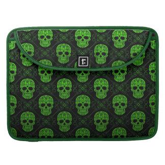 Modelo verde y negro del cráneo del azúcar funda para macbooks