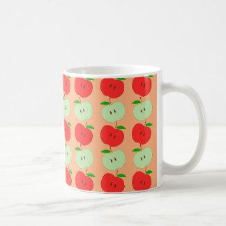 Modelo verde y rojo de las manzanas taza