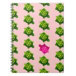 Modelo verde y rosado de la tortuga cuaderno