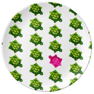 Modelo verde y rosado de la tortuga plato de cerámica
