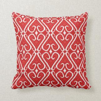 Modelo vibrante del ikat en rojo y oro almohada